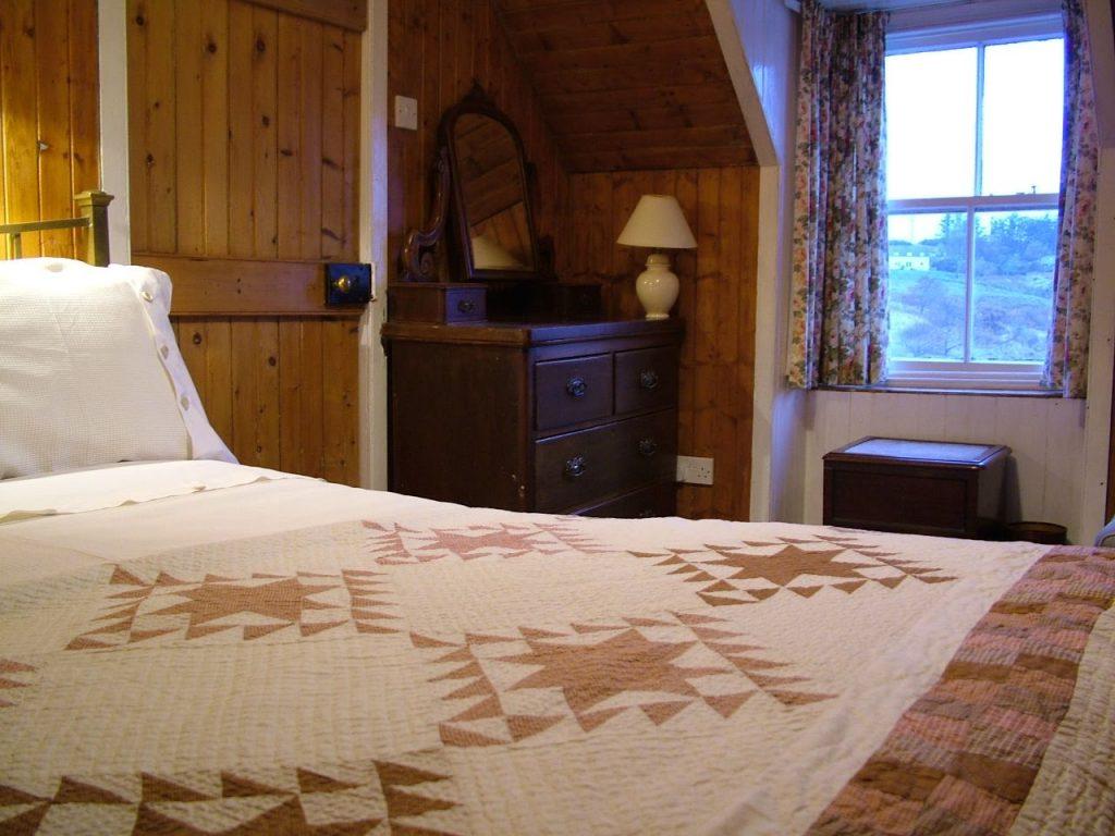 sleeping bedroom double
